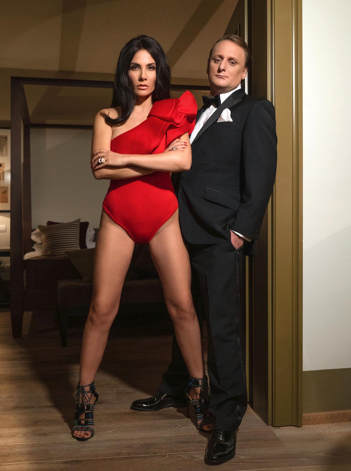Pavlásek jako agent 007 a jeho sexy Bond girl.