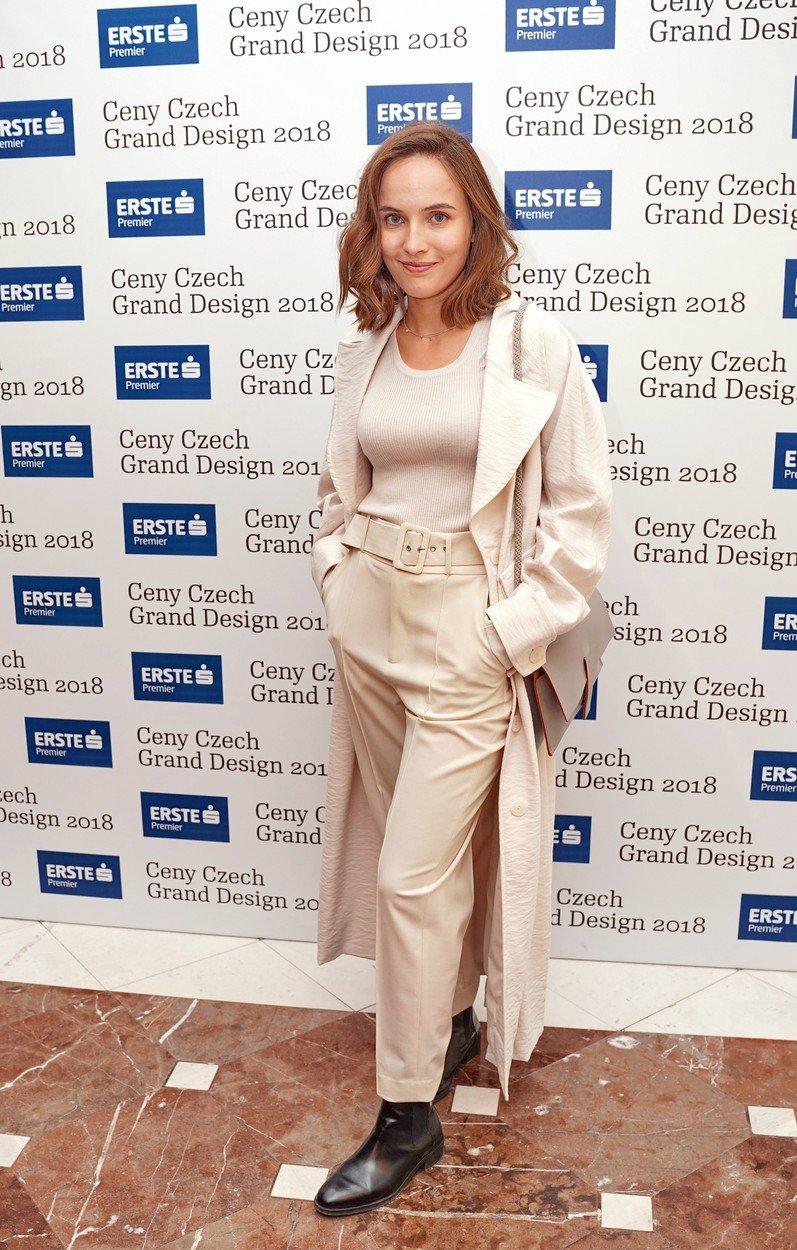 Zamilovaná Tereza Voříšková cukrovala s přítelem na cenách designu. Skvělý outfit zabila od kotníků dolů.