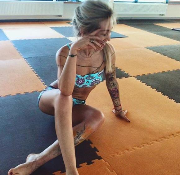 Kateřina Kaira Hrachovcová je sexy i při józe