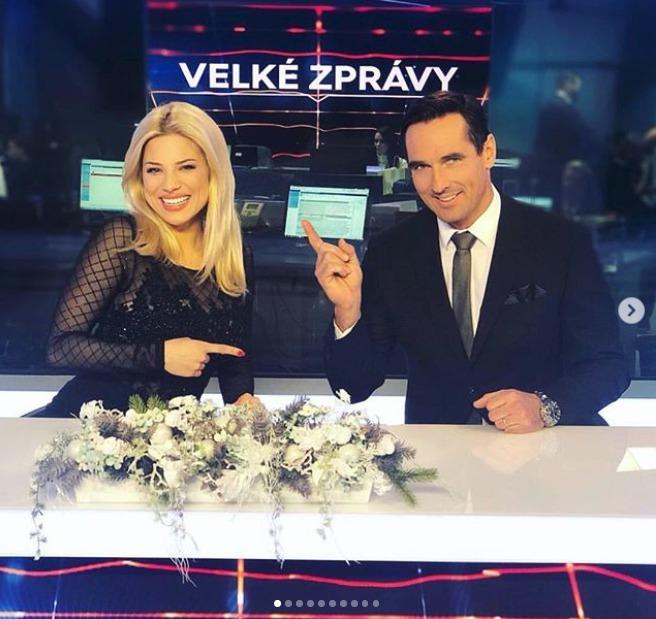 Eva Perkausová moderuje s Romanem Šebrlem.