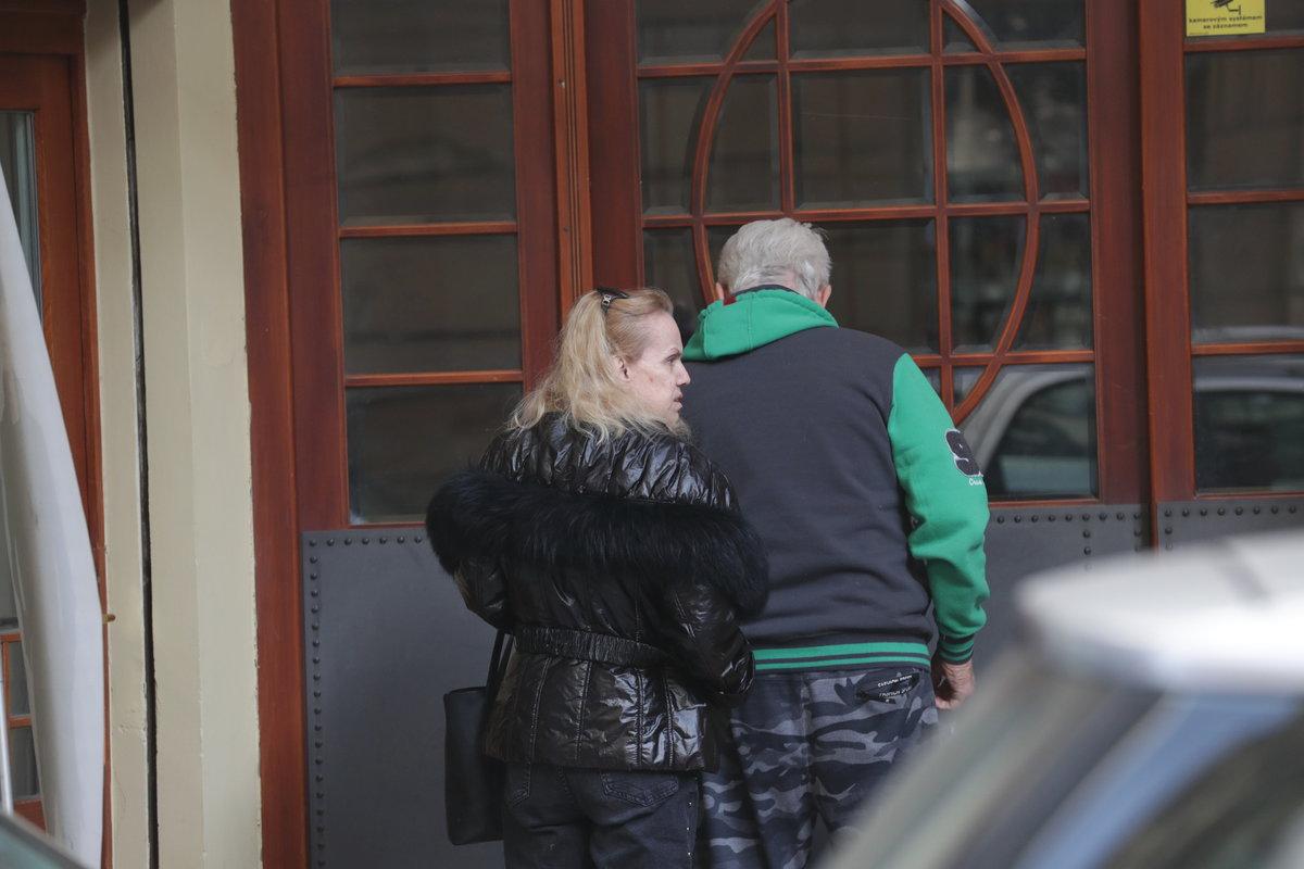 Hana Krampolová byla propuštěna z nemocnice, vyzvedl ji její manžel Jiří.