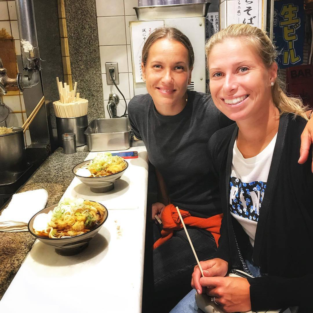 Kromě tenisu zbožňují Andrea Sestini Hlaváčková s Barborou Strýcovou také dobré jídlo