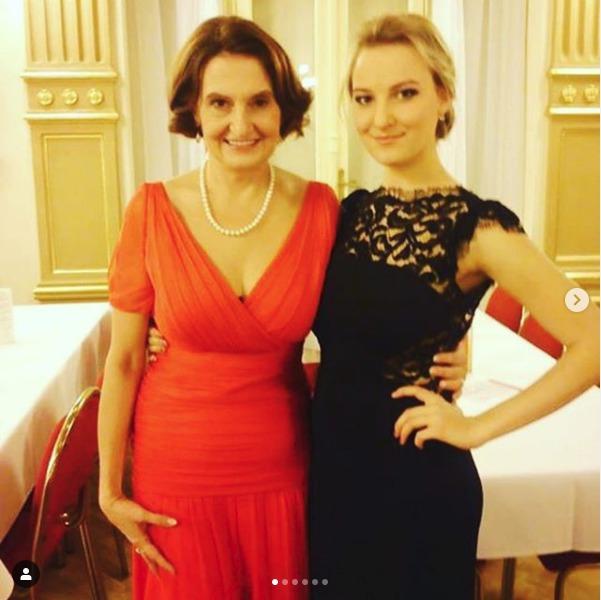 Eva Holubová s dcerou Karolínou.