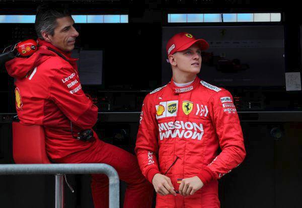 Schumacher junior už také obléká červenou kombinézu ferrari. Kdy v ní bude i závodit?