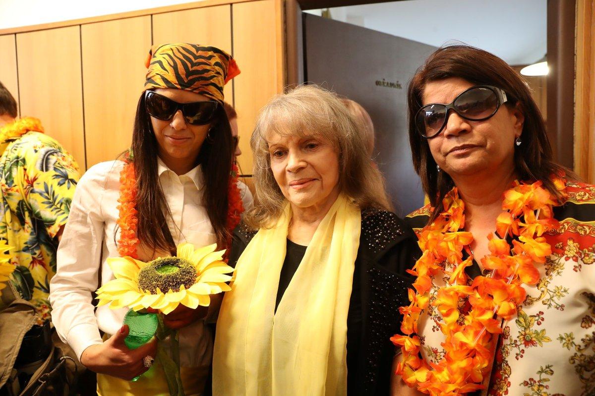 Pohřeb Daniela Nekonečného: Eva Pilarová a Zuzana Kardová s Terezou