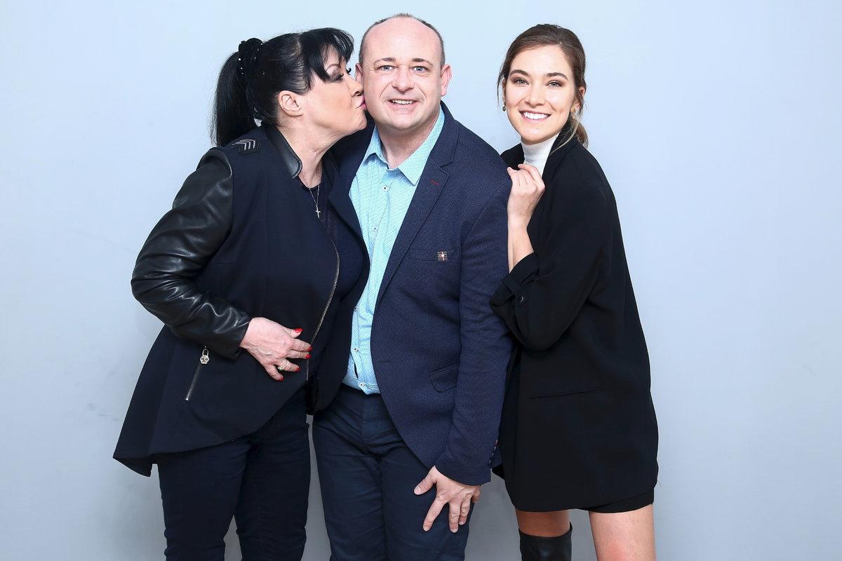 Dagmar Patrasová a Andrea Bezděková s Davidem Novotným, prezidentem soutěže Muž roku