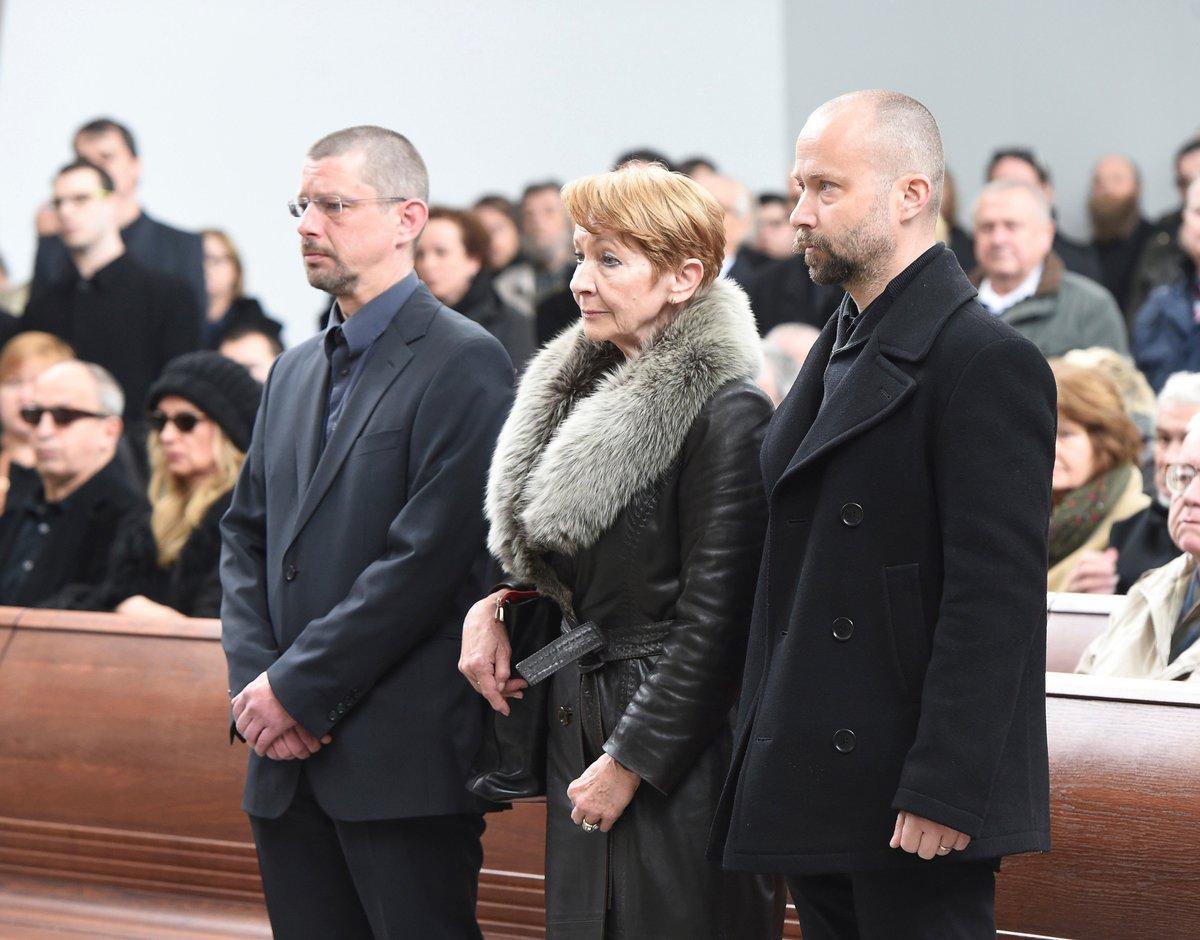 Daniela Kolářová - na pohřbu manžela.