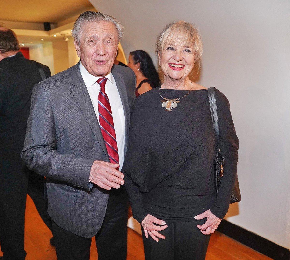 Pyšní rodiče Petr Kostka a Carmen Mayerová drželi Tereze Kostkové palce v hledišti