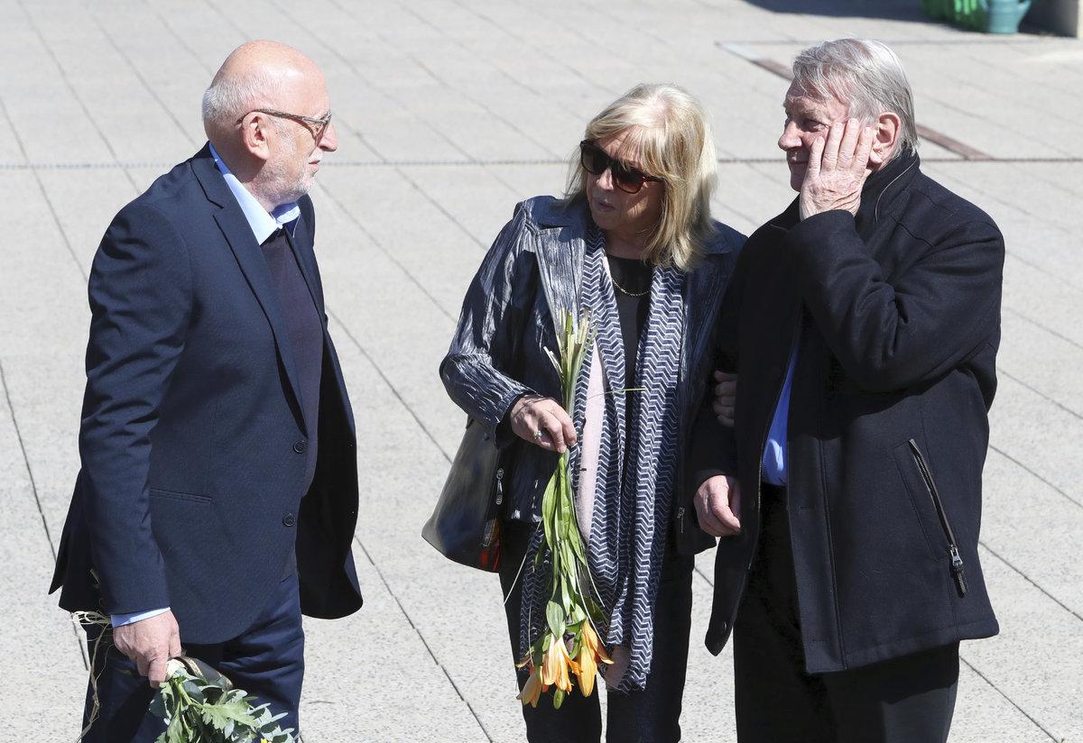 Herec Josef Dvořák s manželkou Jájou a režisérem Františkem Polákem