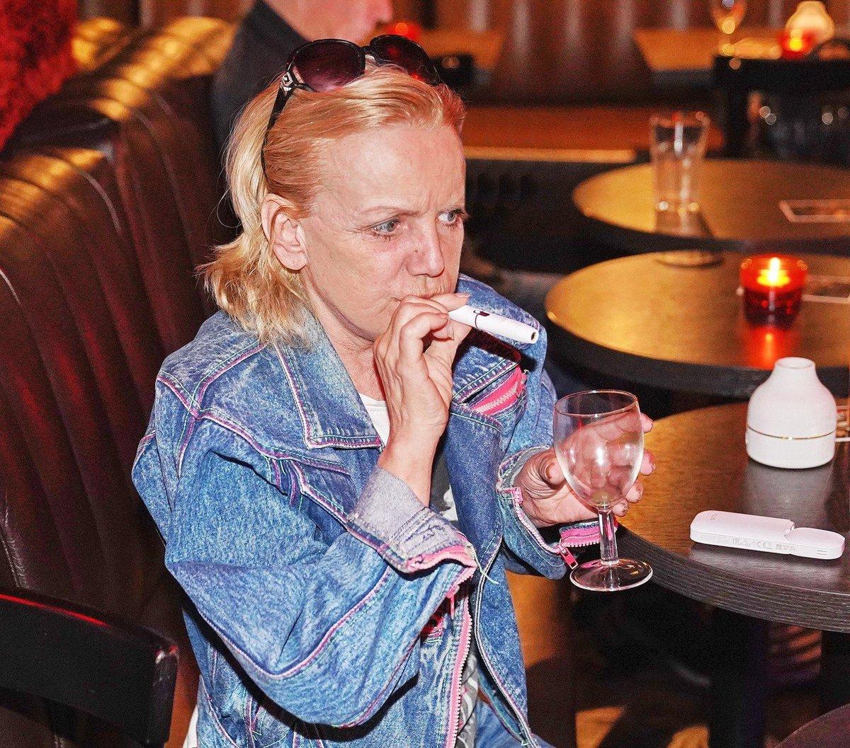 Hana Krampolová šlukuje nyní elektronické cigarety