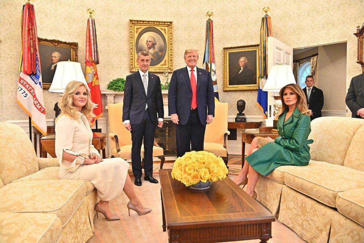 Andrej a Monika Babišovi se dočkali přijetí v Bílém domě. V Oválné pracovně poseděl is Donaldem a Melanií Trumpovými