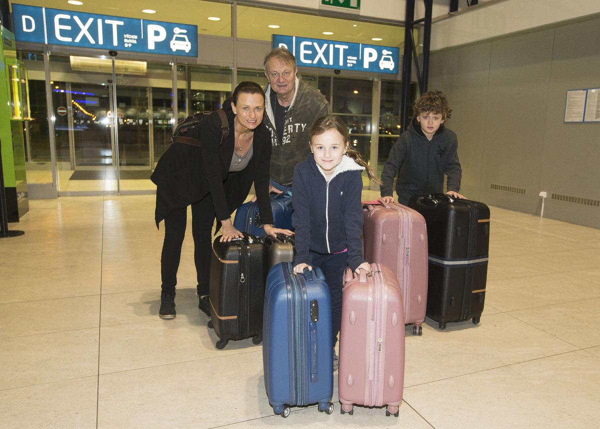 Jiří a Jana Adamcovi s dětmi