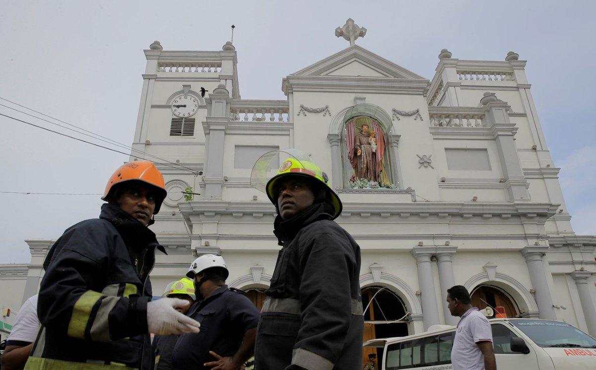 Při koordinovaných útocích na Srí Lance zemřely desítky lidí. (21.4.2019)