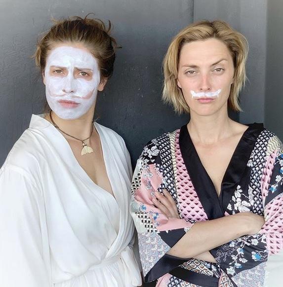 Bára Poláková je s Evou Samkovou na Bali