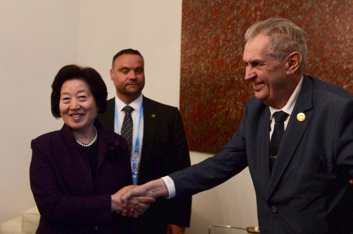 Prezident Miloš Zeman se na českém velvyslanectví v Číně setkal s místopředsedkyní čínské vlády Sun Chunlan (25.4 2019)