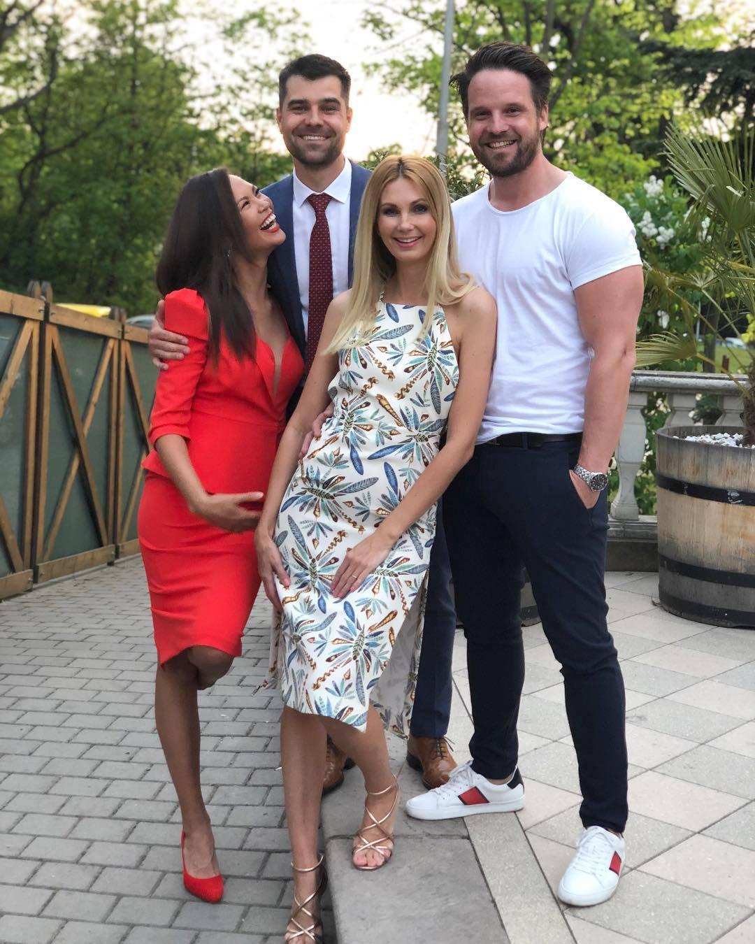 Monika Leová a Sandra Parmová se svými životními partnery