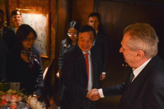Prezident Miloš Zeman na jednání s šéfem Huawei v Číně (27. 4. 2019)