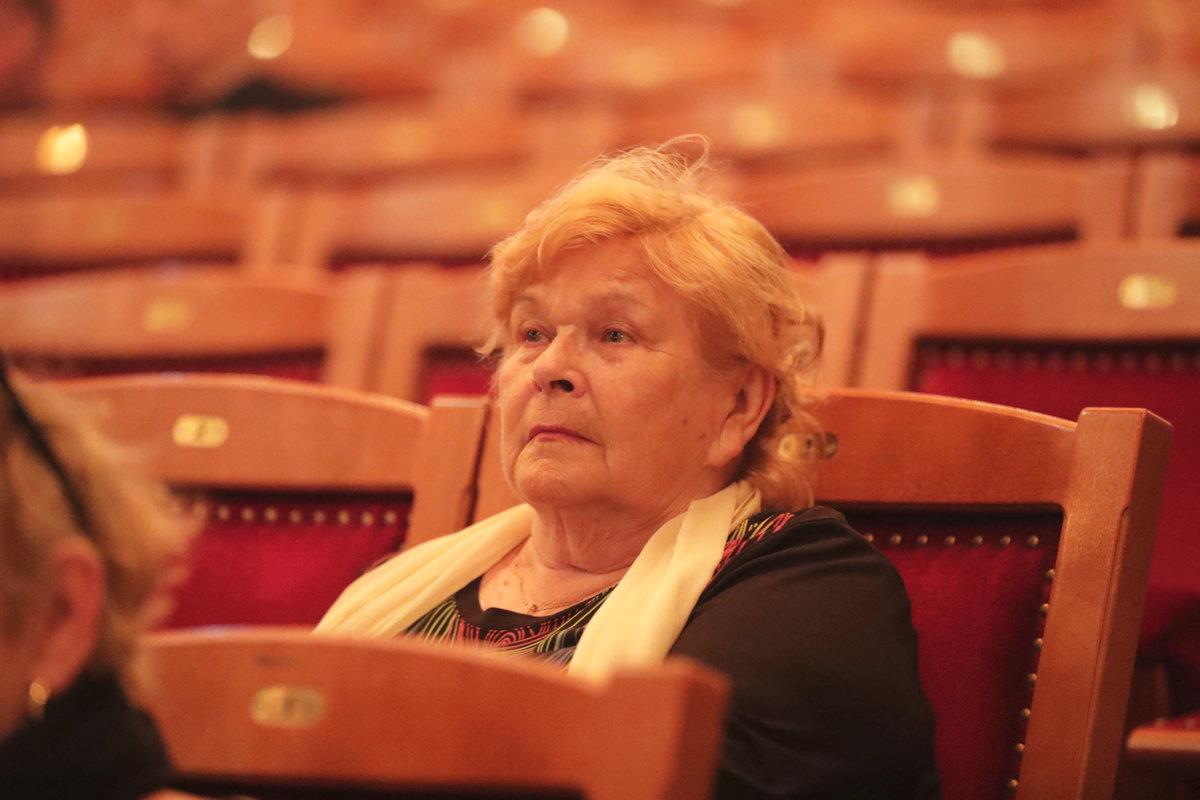 Ivanka Devátá na pohřbu Jaroslava Kepky