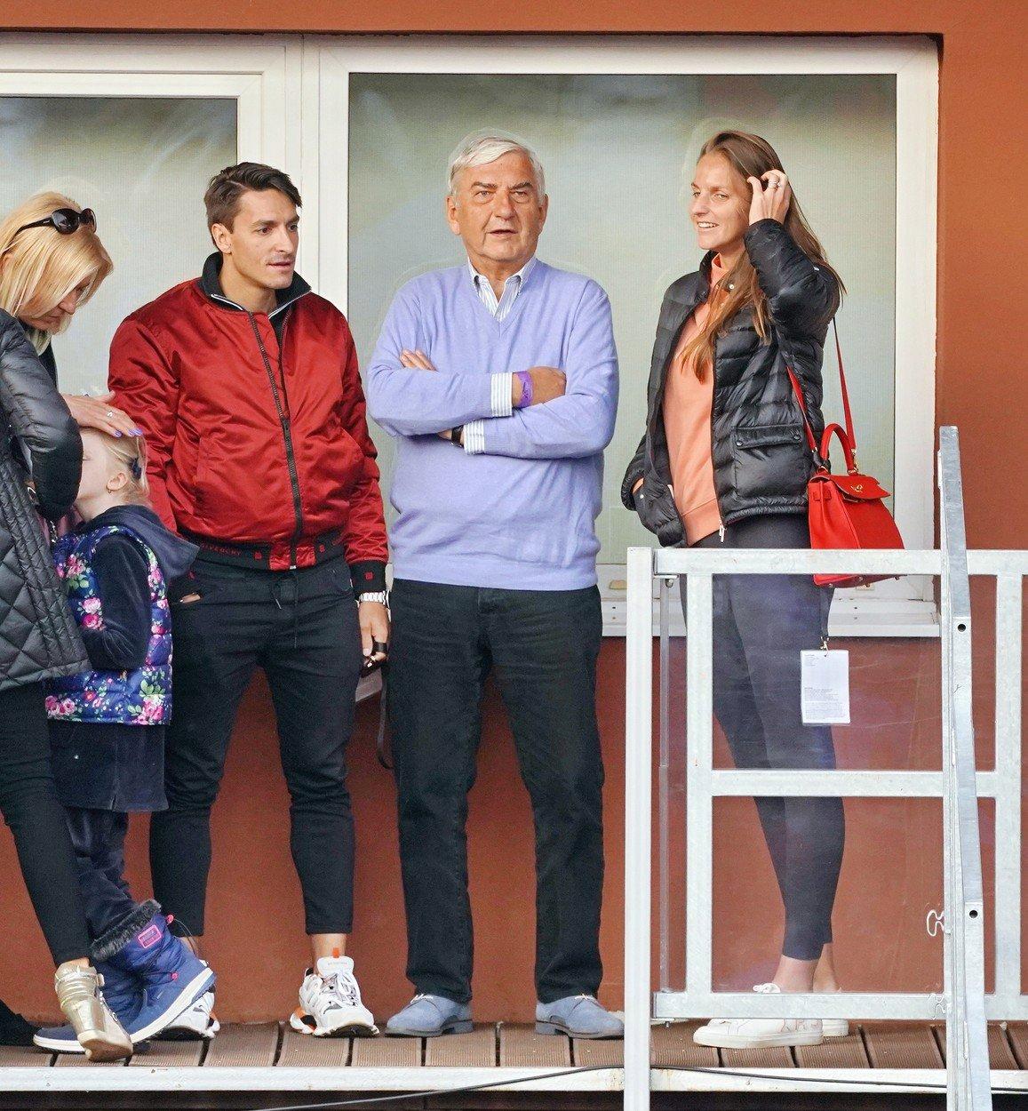 Michal Hrdlička, Miroslav Donutil a Karolína Plíšková na tenise ve Stromovce