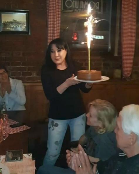 Navždy mladá Patrasová slavila narozeniny s Krampolovými a předvedla skvělou postavu!