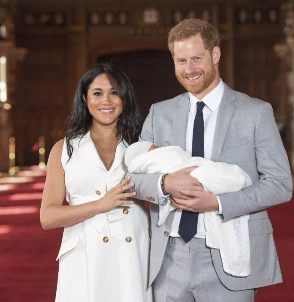 Šťastní rodiče se svým prvním potomkem.