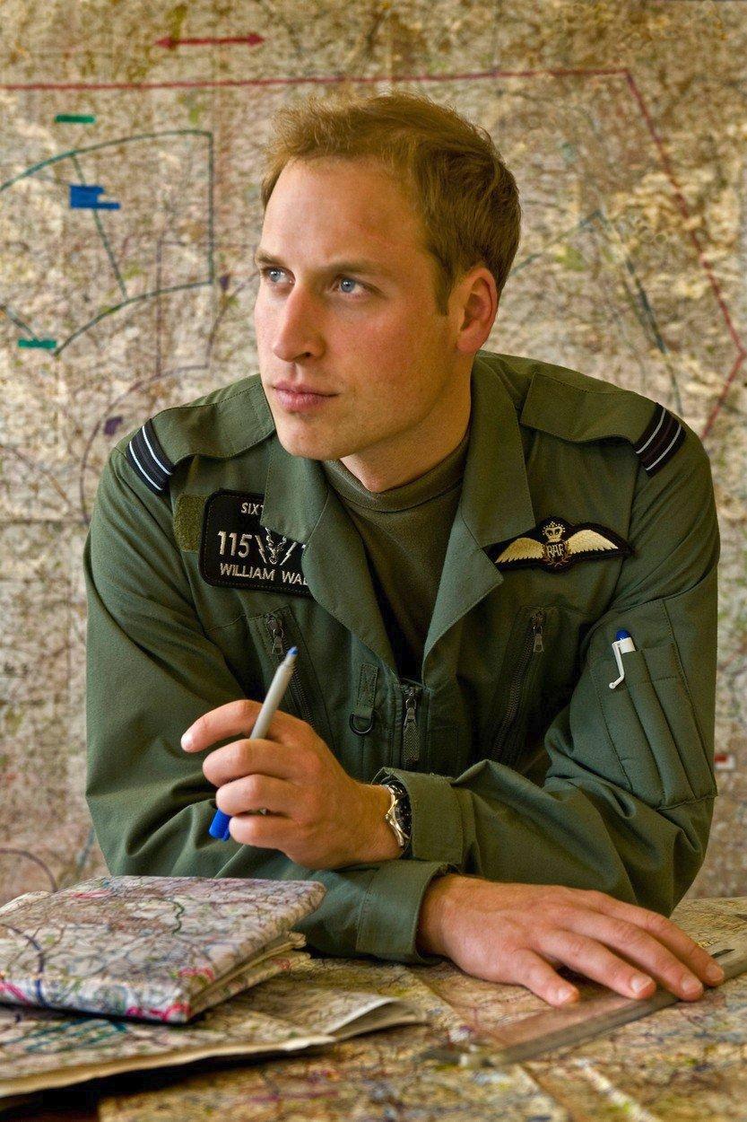 Princ William při výcviku na vojenského pilota