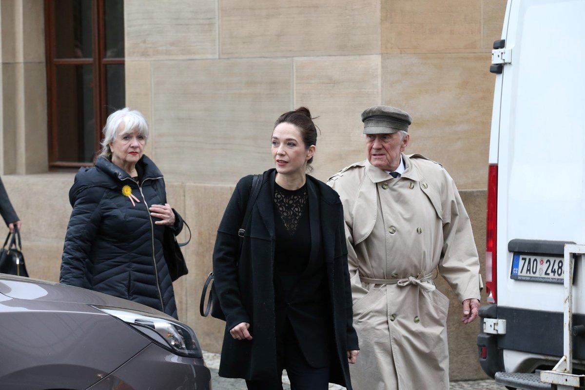 Pohřeb Václava Postráneckého: Tereza Kostková s rodiči Carmen Mayerovou a Petrem Kostkou