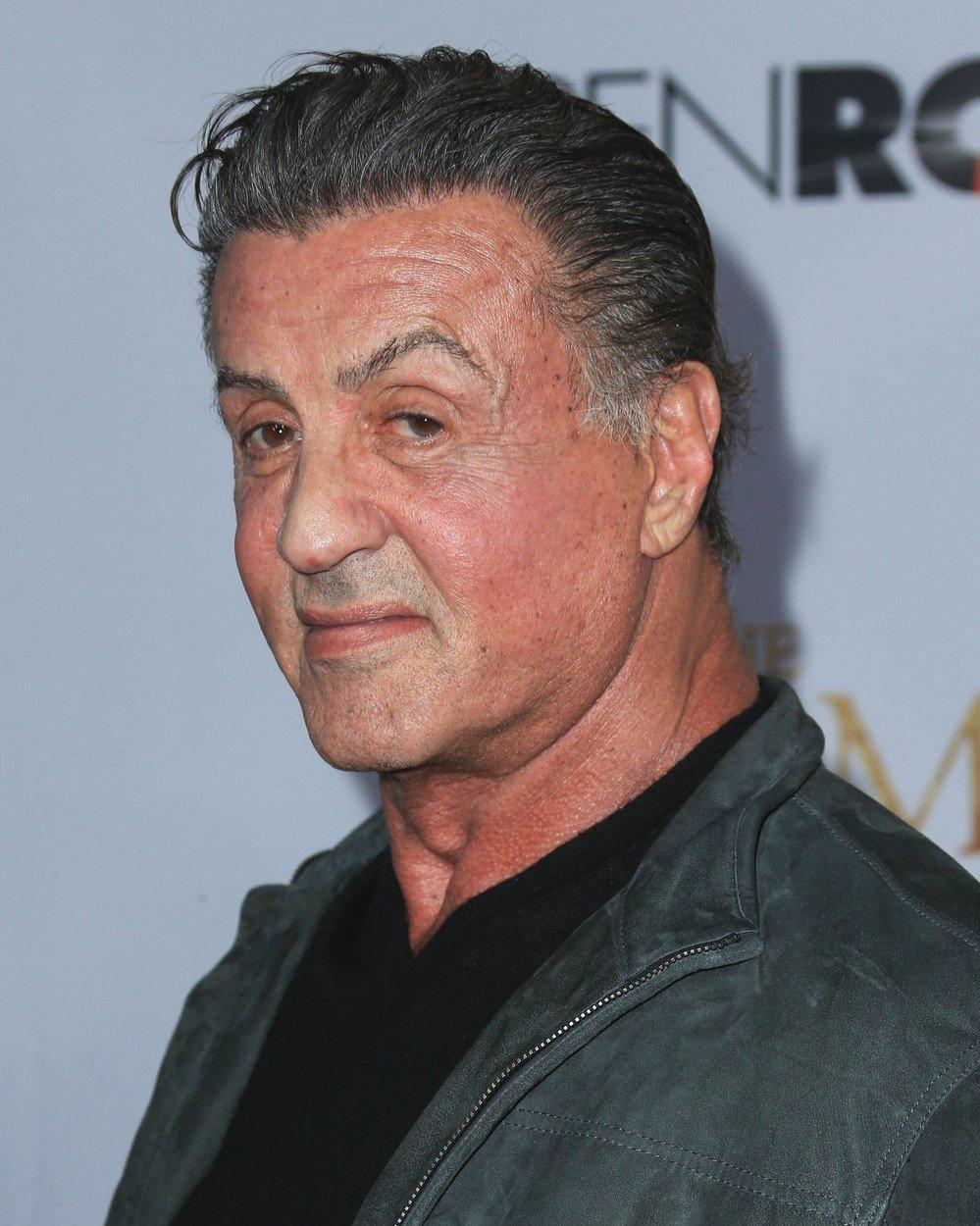 Zdá se, že věk není to jediné, co se podepisuje na tváři akčního hrdiny Sylvestra Stalloneho (72).