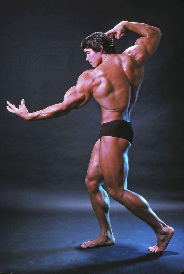 Arnold Schwarzenegger v dobách, kdy se věnoval kulturistice