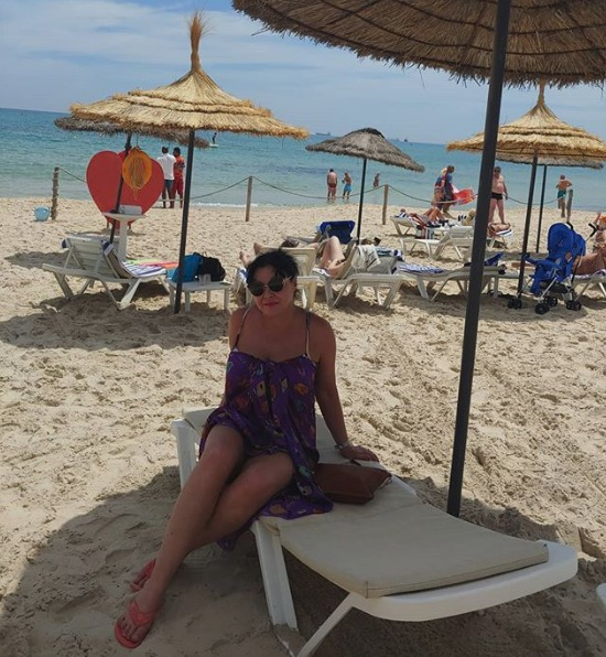 Dáda si užívá i na pláži, do plavek jí ale nikdo nedostane