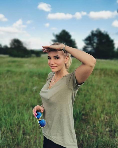 Fotografie, na které Daře viditelně stojí bradavky, nenechala její fanoušky klidnými