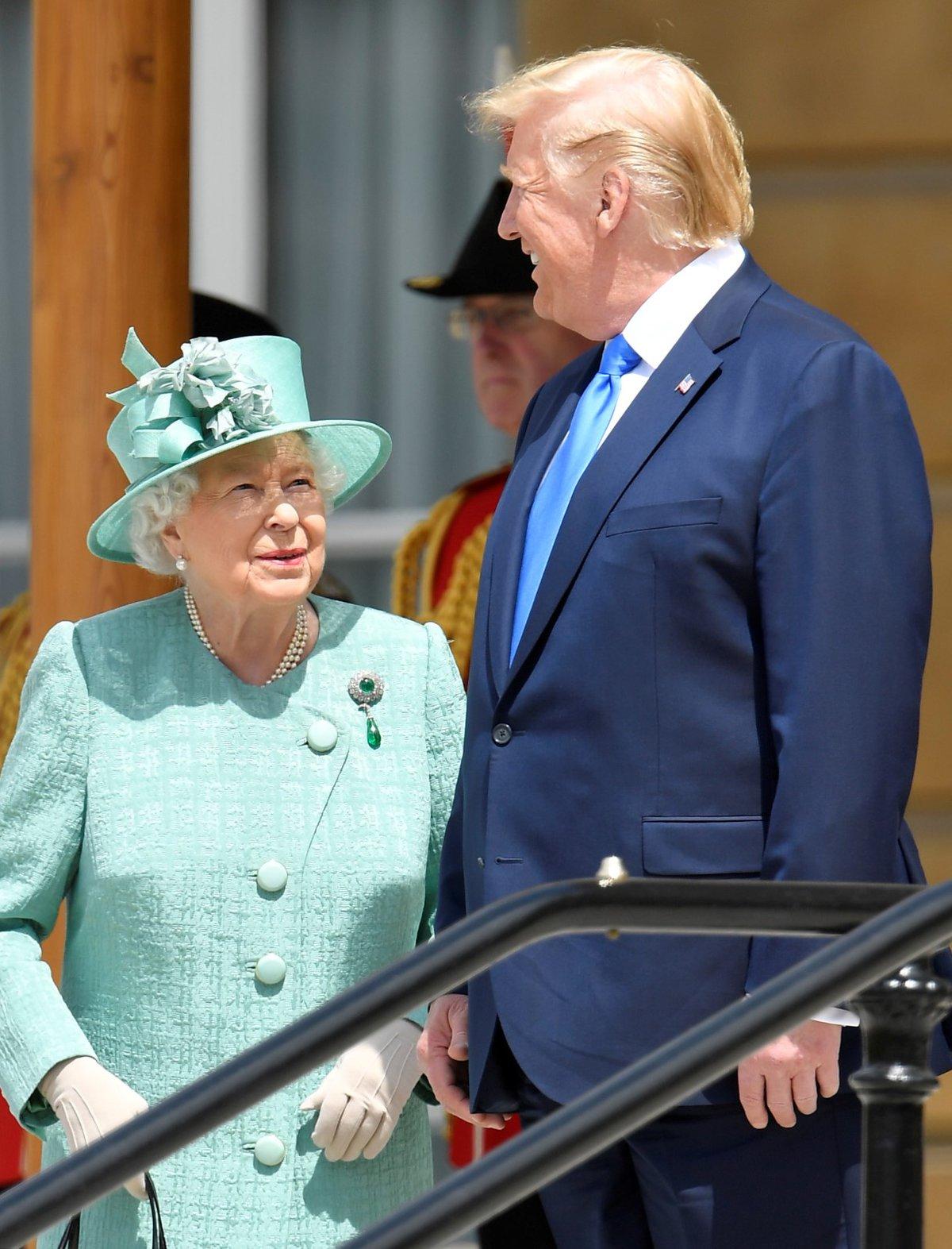 Britská královna Alžběta II. uvítala Trumpa v Buckinghamském paláci (3. 6. 2019)