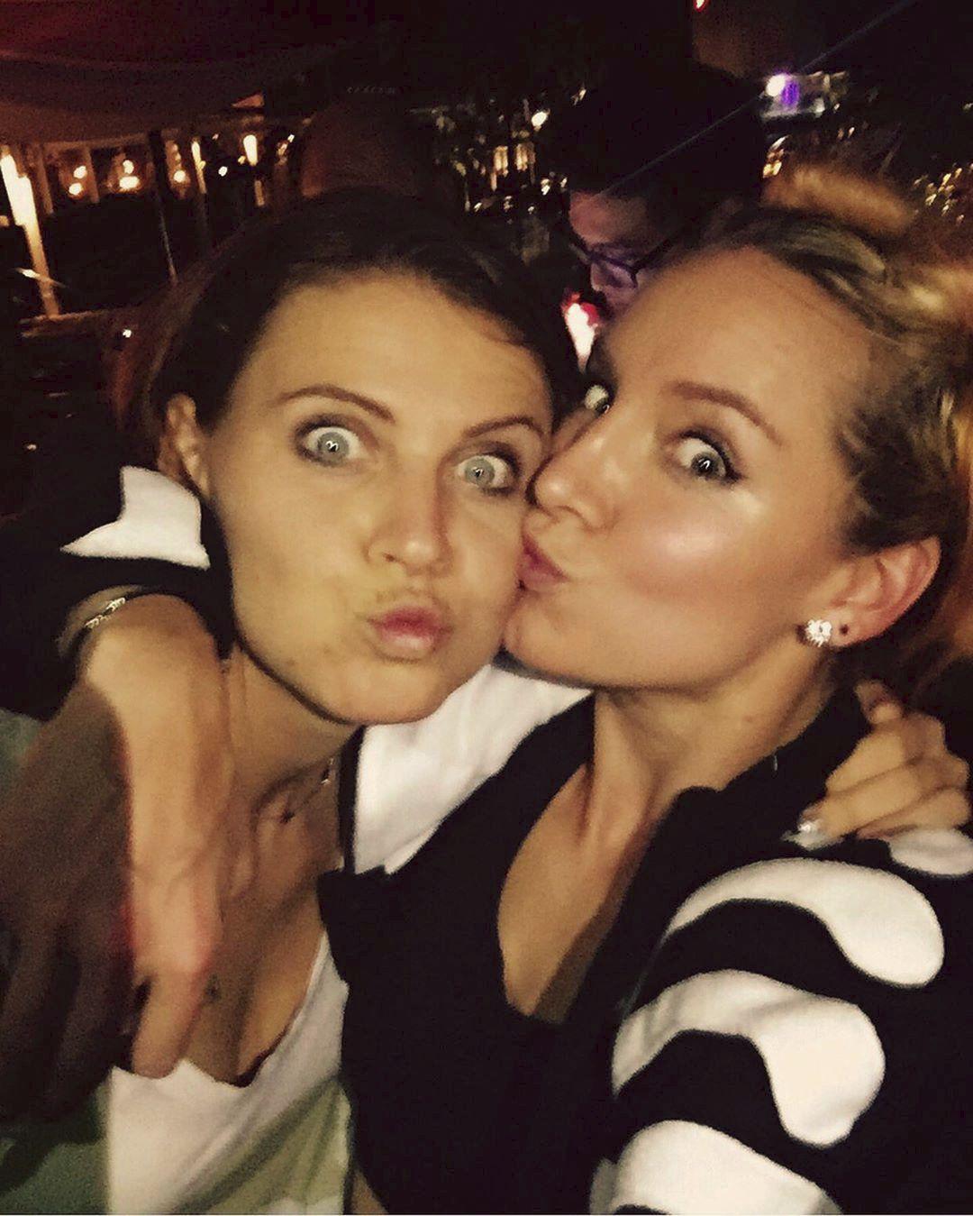Lucie Šafářová a Bethanie Matteková-Sandsová. Na kurtu si rozuměly stejně skvěle jako za tenisovou oponou.
