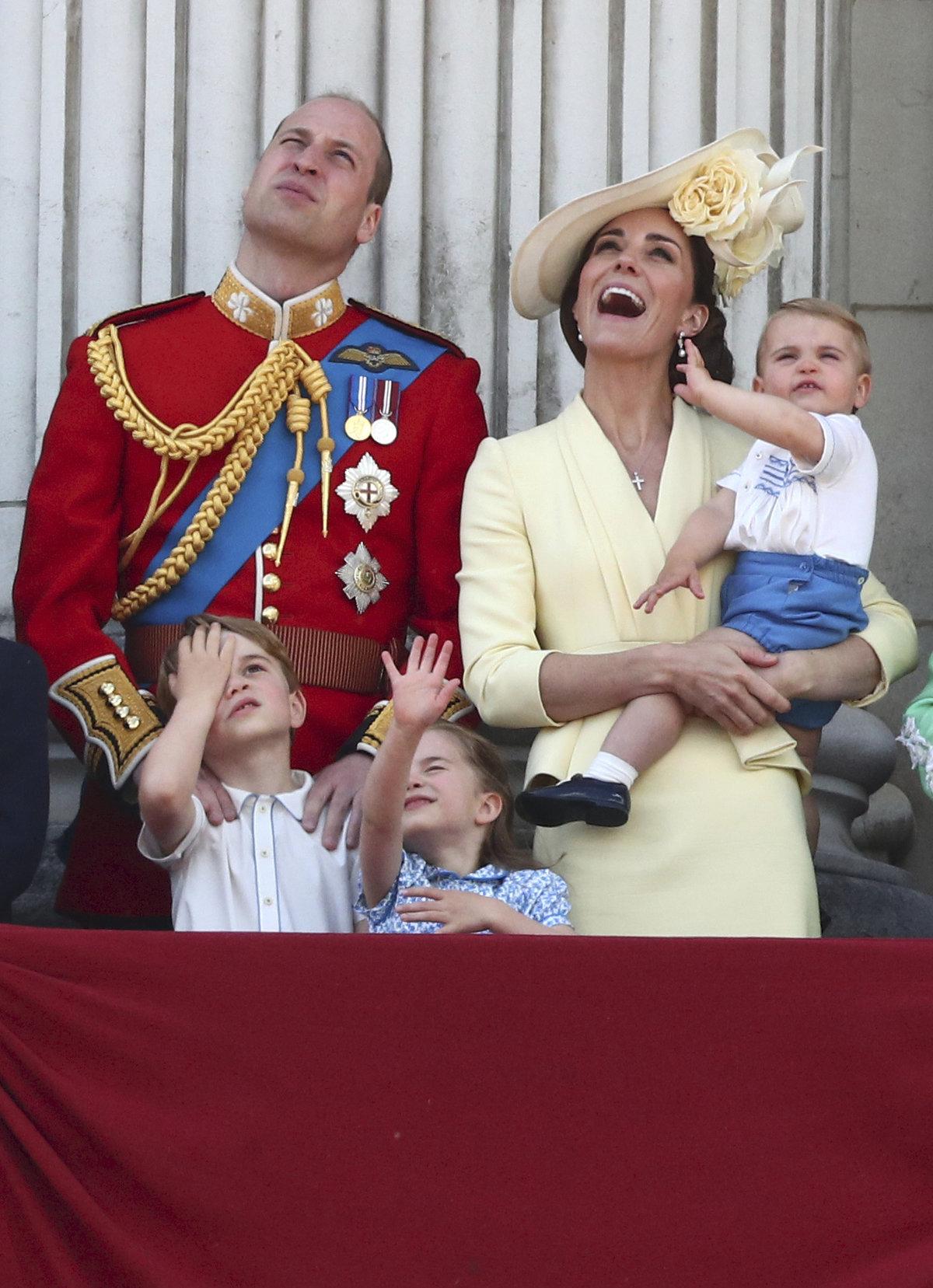 Trooping the Colour - oslavy narozenin královny Alžběty II.