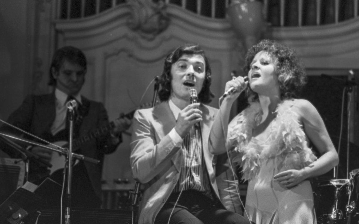 1974:  Společně odzpívali nespočet vystoupení.