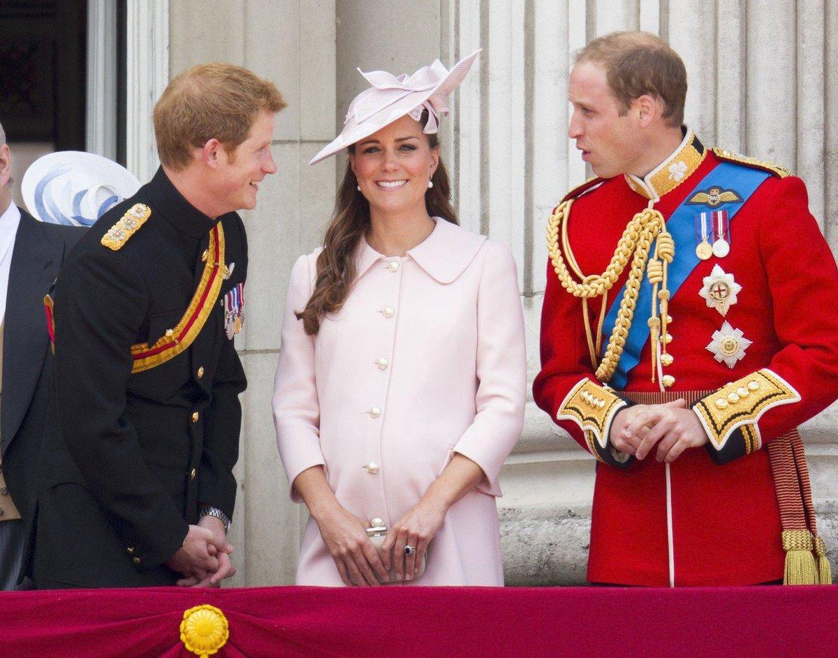 2013: Vévodkyně Kate v doprovodu manžela a švagra