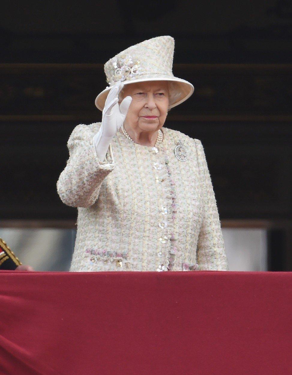 Královna zdraví občany