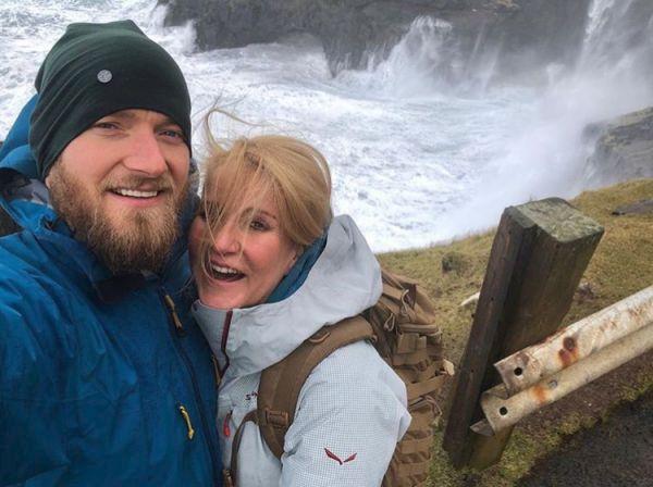 S o 16 let mladším manželem Josefem Pizingerem cestuje po světě.