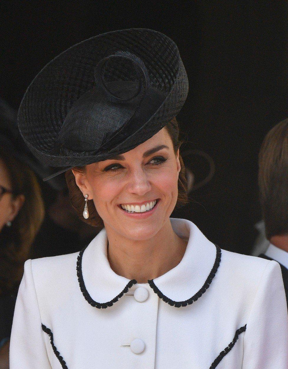 Kate na ceremoniálu rytířů Podvazkového řádu.