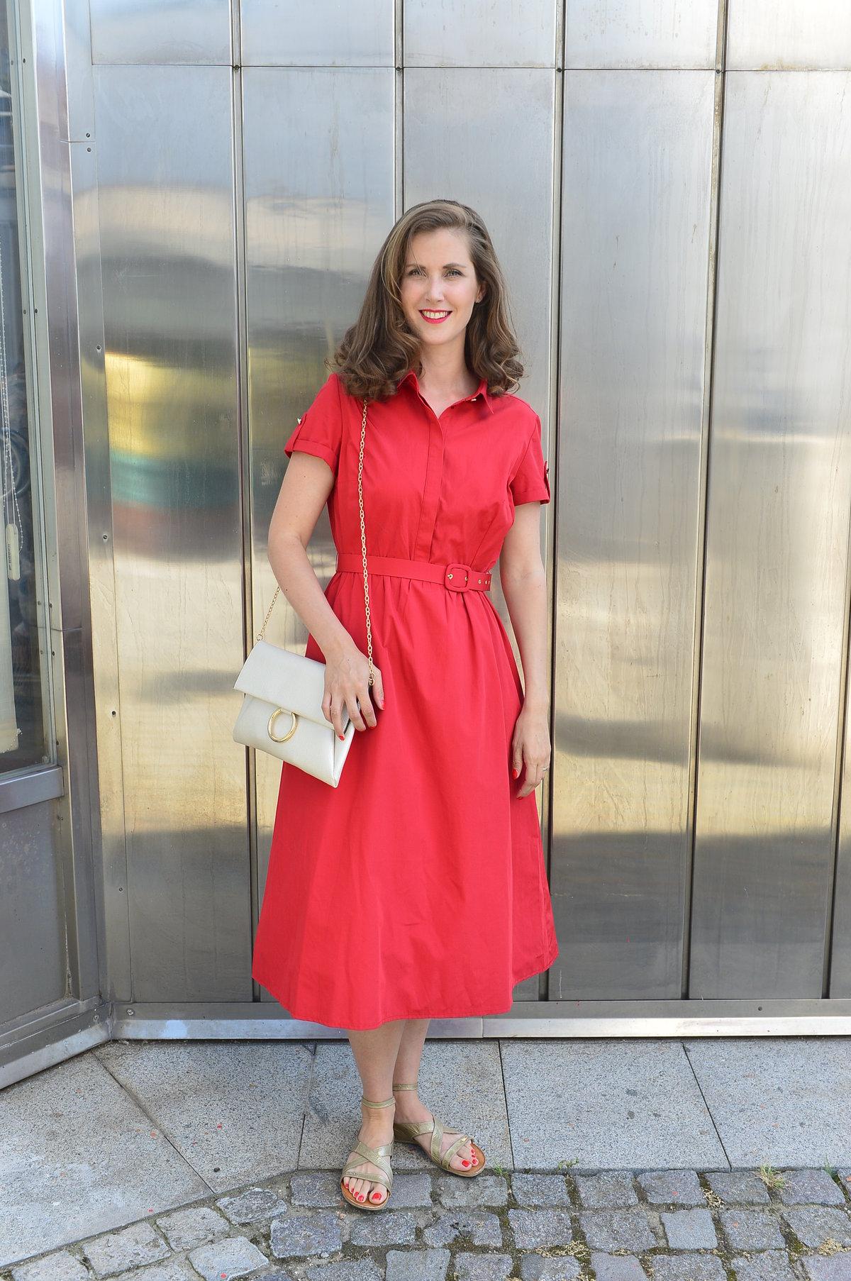 Na zahájení letní scény Divadla Kalich vypadla v rudých šatech a rtěnce sakra sexy!
