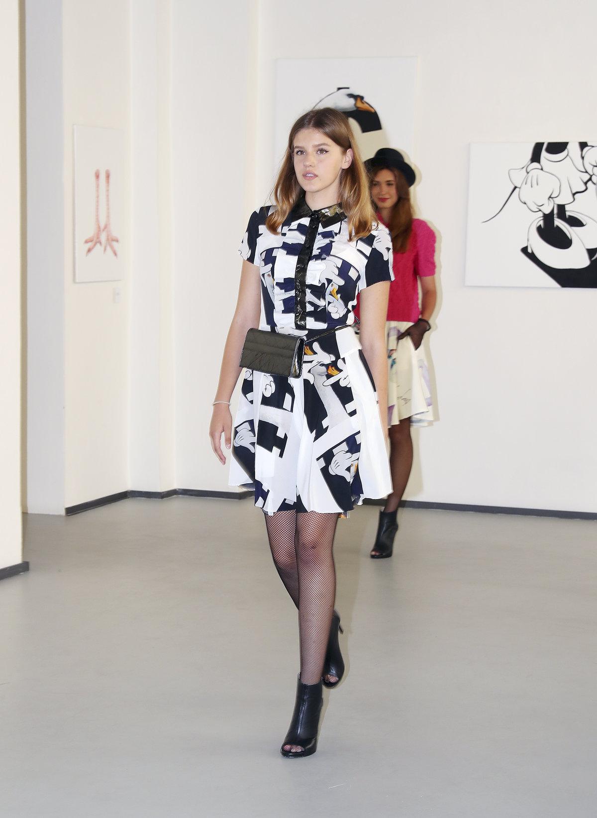 Dcera Ivy Kubelkové absolvovala svou první módní přehlídku