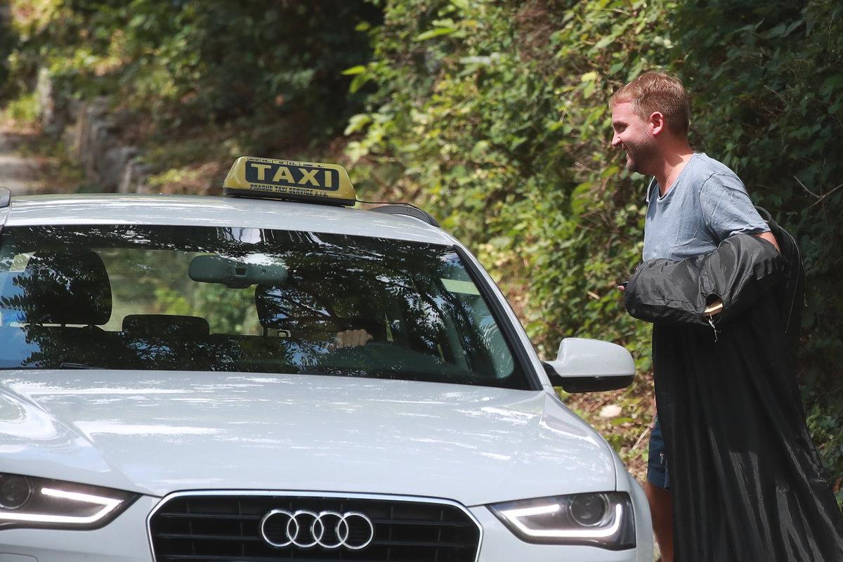 Bouček přijel taxíkem