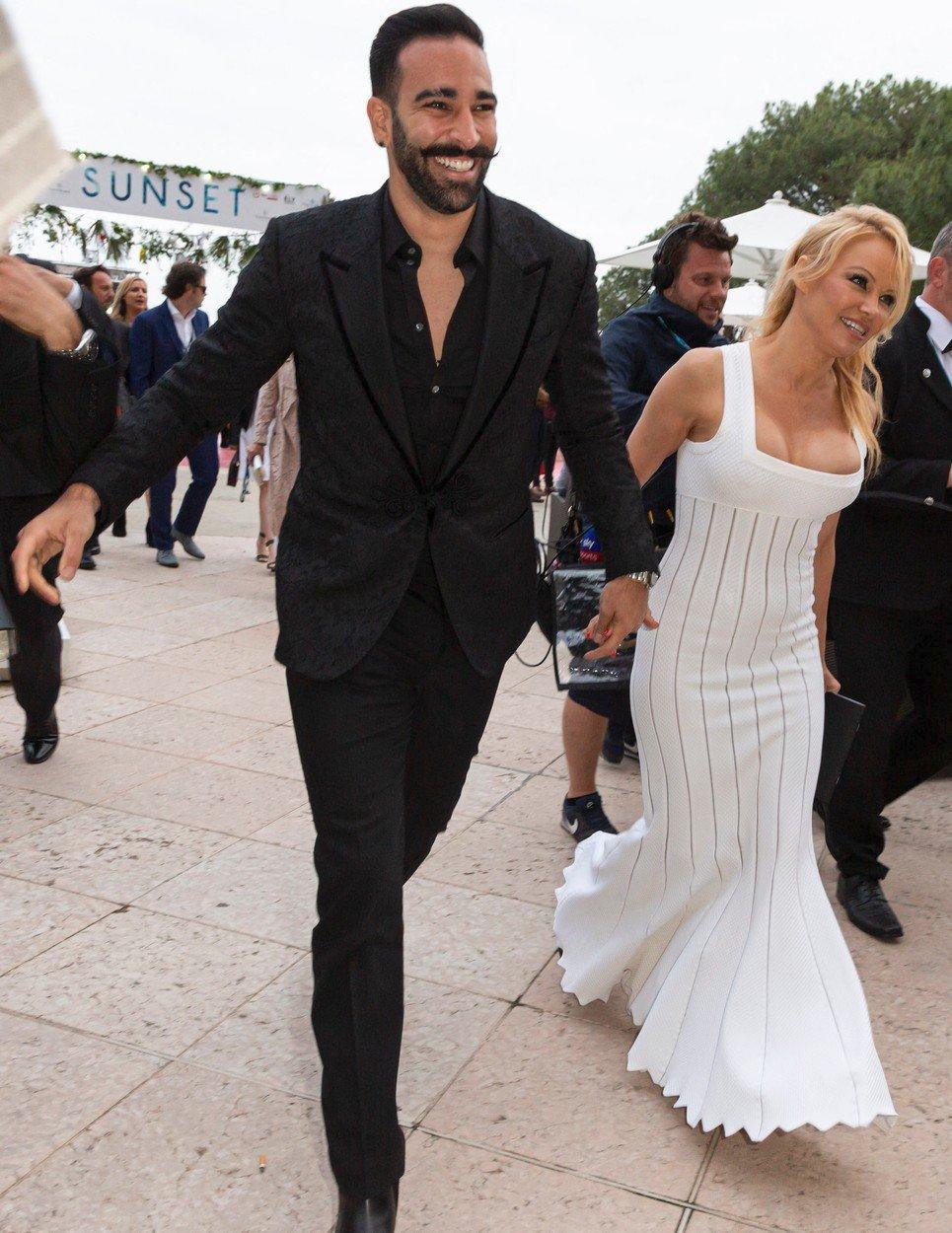 Vztah Pamely Andersonové a fotbalisty Adila Ramiho trval dva roky a skončil velkou lží
