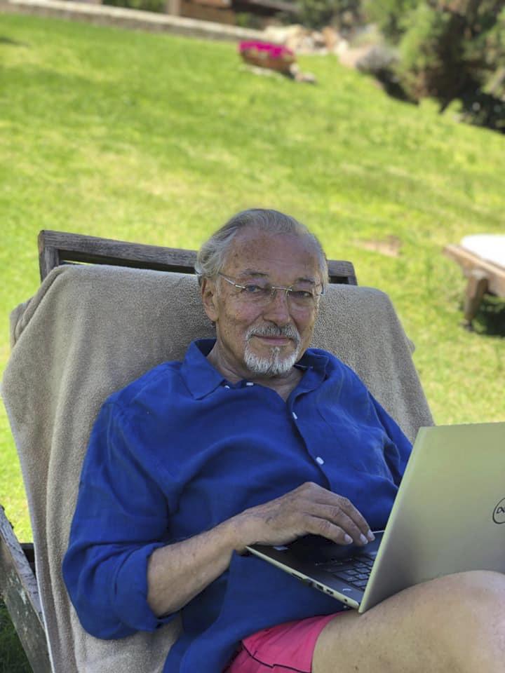 Karell Gott si dopřává odpočinku na dovolené