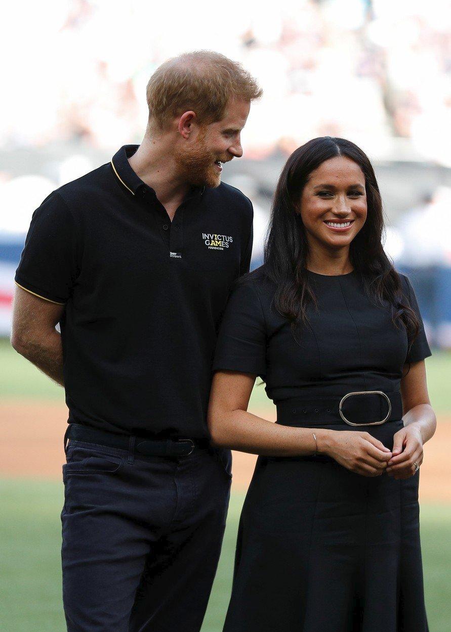 Harry s Meghan na baseballovém utkání