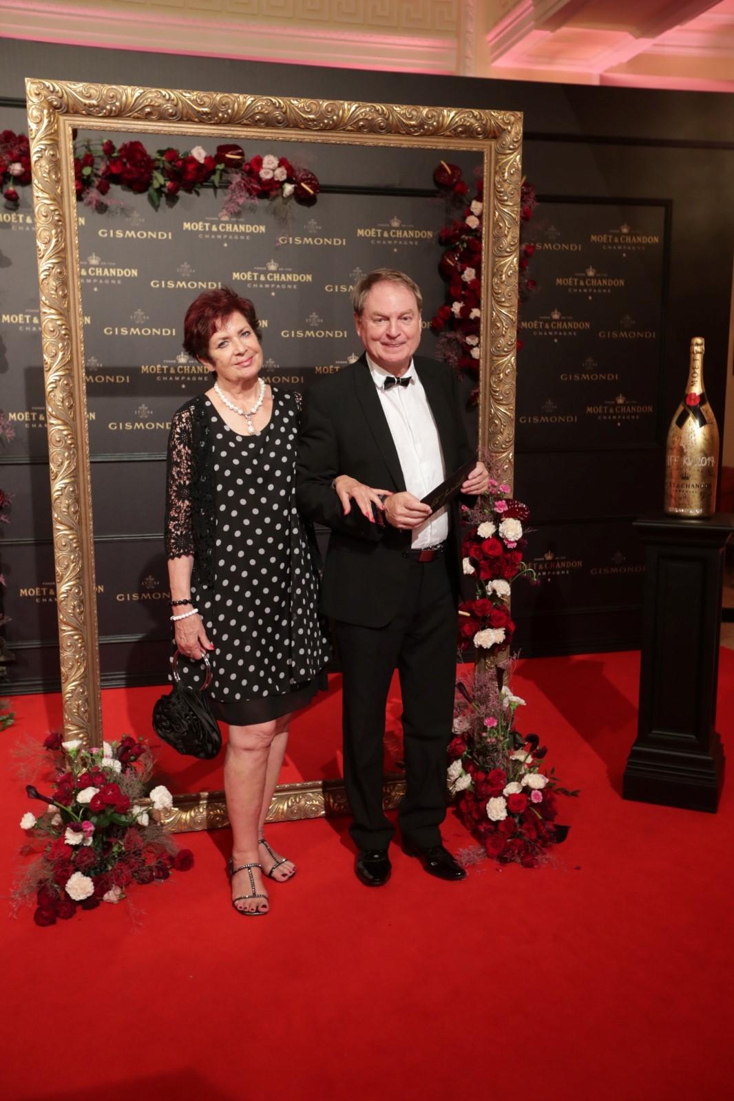 Moët party ve Varech: Petr Jančařík s manželkou