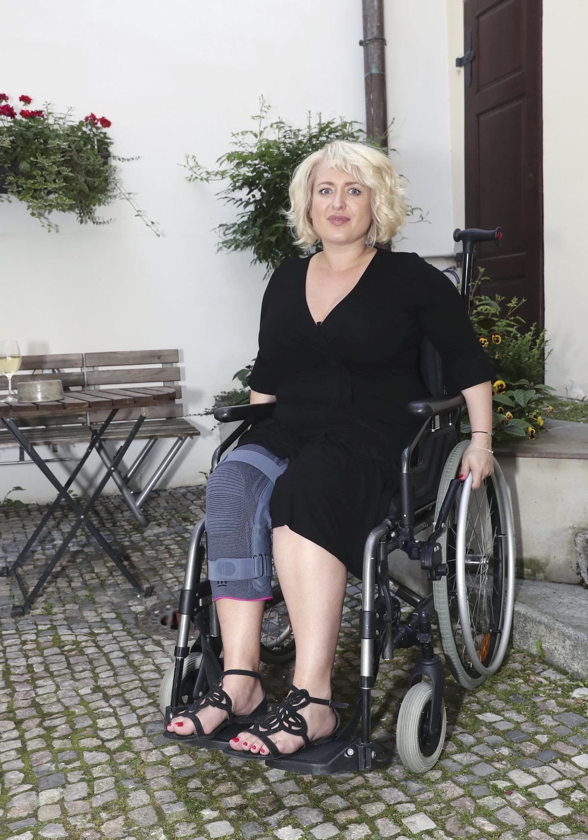 Kvůli problému s meniskem skončila na vozíku.