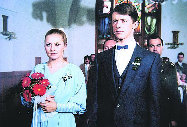 Svobodníka od průzkumníků Koubu dotáhla do kostela herečka Veronika Gajerová, teď si vzal Adélu Gondíkovou.