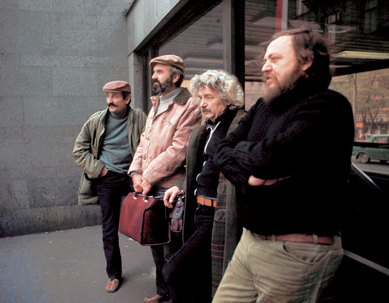 Osa týmu: Jaroslav Weigl, Zdeněk Svěrák, Ladislav Smoljak, Jan Hraběta