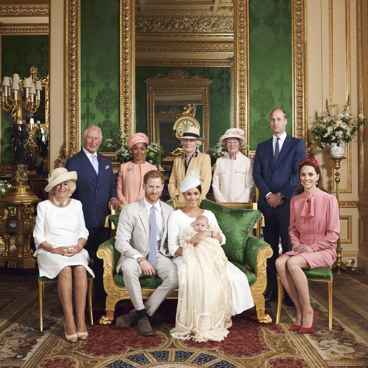 Oficiální fotografie ze křtu Archieho, nejmladšího člena královské rodiny.